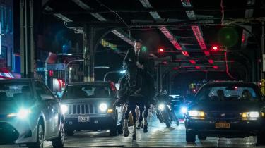 John Wick (Keanu Reeves)til hest i den flot fotograferede, men noget skuffende 'John Wick 3: Parabellum'.