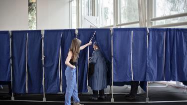 Vælgerne favoriserer kvinder på stemmesedlen, og dermed er de med til at reducere lidt af den skævhed, der er i partiernes kandidatlister. Selv om andelen af kvinder på kandidatlisterne sætter rekord her i 2019, er det kun ved at stemme personligt på kandidater, at vælgerne kan bidrage til at sikre, at Folketinget i højere grad afspejler befolkningen