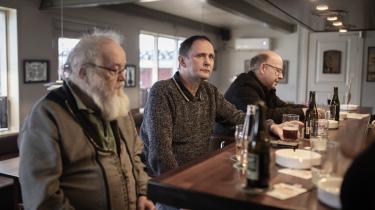 En afgørende faktor for, hvor Bjørn Wiborg (i midten) sætter sit kryds, er, at det skal være et parti, som åbent siger, at de ikke vil samarbejde med Rasmus Paludans parti, Stram Kurs. Derfor giver det for ham god mening, at de to store partier inde på midten samarbejder.