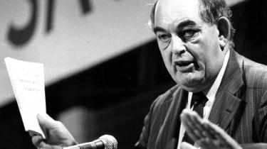 Ved jordskredsvalget i 1973 stormede Mogens Glistrup og Fremskridtspartietind i Folketinget med hele28 mandater, mensErhard Jakobsen og Centrum-Demokraterne fik færre end ventet, men alligevel 14.