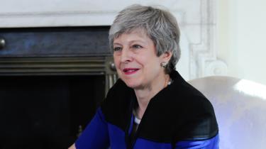 Dramatiske uger er i vente i britisk politik. Premierministeren forventes at bekendtgøre sin afskedsdato, og regeringspartiet står til sit dårligste valgresultat nogensinde. En kamp om, hvem der er mest britisk og mindst europæisk venter forude