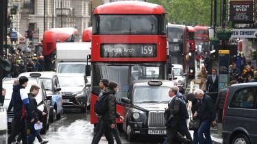 Fra 2025 er det slut med benzin- og dieselkøretøjer i London, hvor kun elbiler vil kunne køre ind i den engelske hovedstad.
