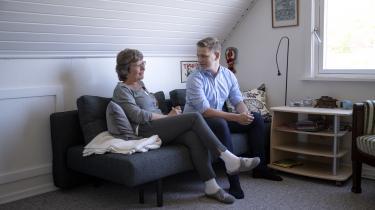Lis Pøhler, 60, og Emil Larsen, 21, ligger begge til venstre for midten, men har vidt forskellige overvejelser og måder at orientere sig på.