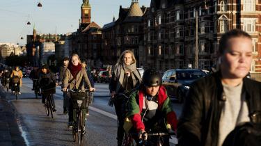 Som cyklist kan få ting gøre mig så rasende som 'Tak, fordi du cykler'-aktivisterne. Jeg ved godt, at det er latterligt. Men uanset hvor velment det er, så erder nogetgrundlæggende infantiliserendeved at blive takket af en fremmed for at transportere sig fra A til B, skriver Mikka Tecza i dette debatindlæg