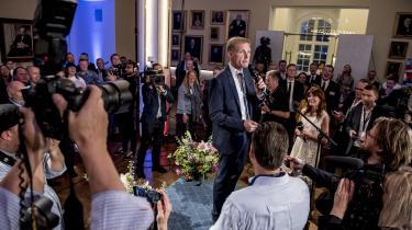 Dansk Folkepartis leder Kristian Thulesen Dahl taler til partiets medlemmer, efter at Dansk Folkeparti er gået fra fire til et mandat ved valget til Europa-Parlamentet. At Dansk Folkeparti fik et forfærdeligt valg til Europa-Parlamentet understreger ifølge populismeforsker Cas Mudde, hvor normaliseret DF's politik og holdninger er blevet.