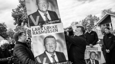 Statsminister Lars Løkke Rasmussen og sønnen Bergur Løkke Rasmussen udskifter Venstres europa-valgplakater med plakater til folketingsvalget. Lars Løkke søger efter nye måder at indrette samfundet på, men ikke efter de forandringer, som ikke mindst klimakrisen kræver, mener Malte Frøslee Ibsen.
