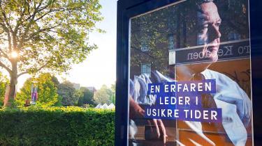 Dagen før valget indrykkede Venstre annoncer i Politiken og Jyllands-Posten, der forsøger at skræmme vælgere over i blå blok med et socialistisk spøgelse. Men måske vil rød/blå-skillelinjen slet ikke afgøre valget, skriver mediejournalist Lasse Jensen i dette debatindlæg