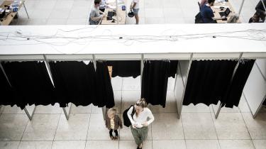 Forfatter Olga Ravn følger valgdagen for Information – ude i virkeligheden og inde fra Christiansborg. Dette er dagens anden tekst