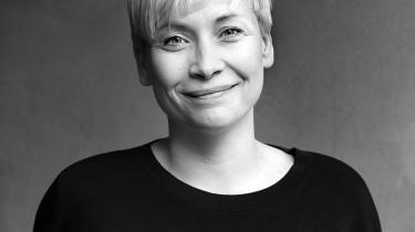 Kristina Nya Glaffey har helt enkelt videreudviklet og forfinet den ghettohumor og fyldt til bristepunktet sproglige stil, som den første Mor og Busser-bog lancerede, skriverKamilla Löfström.