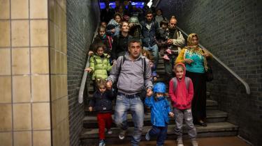 Flygtninge ankommer til Dortmund i 2015, hvor Tyskland modtog over en million flygtninge. Det gav efterfølgende luft under vingerne for højrefløjspartiet AfD, og med den nye lovpakke viser også de regeringsbærende partier – socialdemokratiske SPD og konservative CDU/CSU – at de er klar til at stramme asylpolitikken.