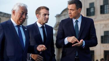 Ikke nemt at stille alle tilfreds: Den franske overklasse, den franske underklasse, Tyskland, Europa. Macron har gjort det svært at være Macron.