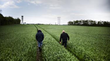 Professor ved Aarhus Universitet Stiig Markager bliver mødt med trusler om sagsanlæg fra interesseorganisationen Bæredygtigt Landbrug efter at have udtalt sig kritisk om landbrugets udledninger af kvælstof og den omdiskuterede landbrugspakke.