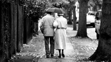 Indtil for nylig blev ordet 'ældrebyrde' brugt flittigt af økonomer og politikere. Selv om der bliver brugt andre ord nu, har den skjulte fjendtlighed eller fremmedhed over den tilsyneladende unyttige alderdom aldrig været større, skriver dagens kronikør.