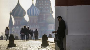 Mange russiske økonomer advarer mod den førte økonomiske politik og manglen på et sammenhængende økonomisk reformprogram, blandt andet på grund af udsigten til social uro. En ny meningsmåling viser, at rundt regnet hver fjerde russer er parat til at gå på gaden i protest mod faldende levestandard.