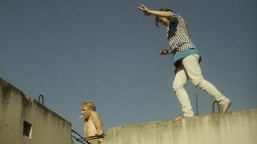 Teenagerne i 'Transnistra' bor på ude på landet, hvor de driver rundt og prøver grænser af.