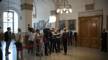 Mette Frederiksen taler med pressen efter regeringsforhandlinger på Christiansborg onsdag. Senere fortalt S, SF og Enhedslisten om enigheden i regeringsblokken om at nå en 70-procentsreduktion afCO2 i 2030.