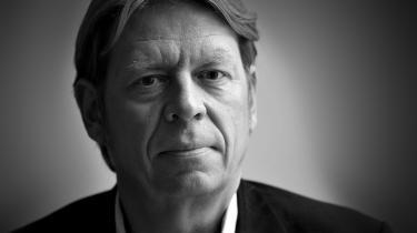 Administrerende direktør for Radio24syv, Jørgen Ramskov, mener ikke, at det giver nogen mening, hvis man lytter til 'Den Korte Radioavis' og tror, at det der bliver sagt, er sandt. Det er jo et fiktionsprogram, understreger han.