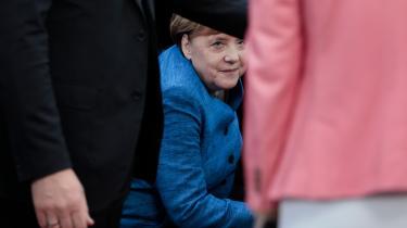 Da Merkel ankom til Rådsbygningen i Bruxelles, fortalte hun tv-kameraerne, at Tyskland både står bag spidskandidatprocessen og bag målsætningen om at gøre EU CO2-neutral i 2050. Det er kun seks måneder siden, at hun havde den modsatte holdning.