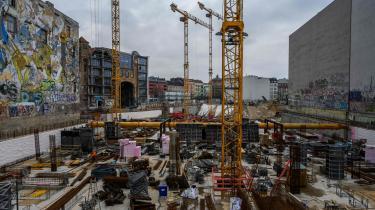 Selv om alt nybyggeri er undtaget fra femårsreglen, frygter kritikere især, at investorerne vil slå en bue uden om Berlin og dermed øge boligmanglen yderligere.