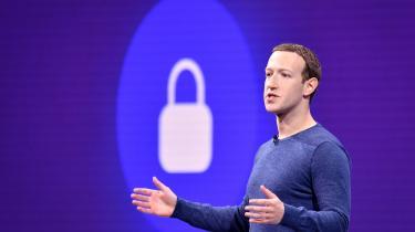 Facebooks ædle ord om at stille bankvirksomhed til rådighed for fattige løsarbejdere klinger hult. Facebook er ikke en filantropisk virksomhed, og Mark Zuckerberg har en eneste forpligtelse, nemlig at tjene penge til sine aktionærer, skriver Bo Elkjær i denne leder.