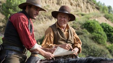 De revolversvingende Sisters-brødre,Charlie (Joaquin Phoenix) og Eli (John C. Reilly), er på jagt efter en guldgraver i Jacques Audiards usædvanlige western, 'The Sisters Brothers'.