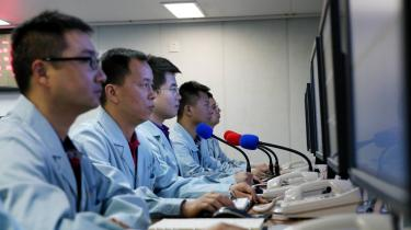 Der er i dag cirka 2.000 aktive satellitter i rummet og flere tusind inaktive. Langt størstedelen er amerikanske (830 stk.), mens Kina indtager andenpladsen (280 stk.), og Rusland er nummer tre (147 stk.). Her overvåges opsendelse af netop kinesiske satellitter.