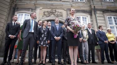 Mette Frederiksen præsenterer den nye S-regering på Amalienborg i København torsdag. Sammen med de tre støttepartier – SF, De Radikale og Enhedslisten – er Frederiksen og socialdemokraterne blevet enige om en politisk handlingsplan for Danmark, som i de seneste dage er blevet kritiseret for at mangle finansiering.