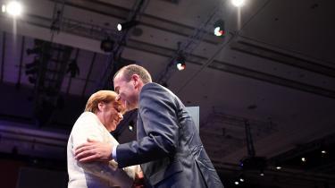 Det store problem, det som blokerer for en aftale om EU's topposter, har et navn: Manfred Weber. Altså ham den bayerske spidskandidat fra den konservative EPP-gruppe, som ingen borgere rigtig kender, og som ingen statsleder rigtig holder af.