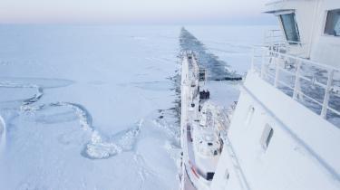 Skibet 'Fedor Ushalov' er ved at bryde isen i Arktis. Klimaforandringerne gør det muligt at øge skibstrafikken på den nordlige halvkugle.