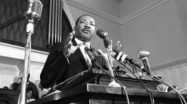 Nyligt frigivne FBI-dokumenter indeholder foruroligende anklager mod Martin Luther King. Mest opsigtsvækkende er et referat af et aflytningsbånd, hvor man angiveligt kan høre Martin Luther King le og komme med anvisninger, mens hans ven voldtager en kvinde.