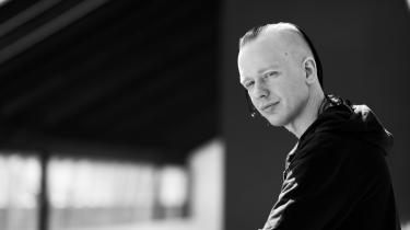 Den svenske programmør Ola Bini mener selv, at hans fængsling er politisk motiveret. »Enten fordi regeringen ikke kan lide det arbejde, jeg laver. Eller fordi jeg er venner med Julian. Min sag bør bekymre, for hvis det kunne ske for mig, kan det også ske for andre.«