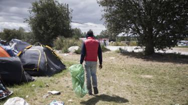 Albert er 32 år og er kommet til Danmark fra Italien i håbet om at kunne samle pant for 1.000 euro. Pengene skal bruges til at betale for hus og elektricitet derhjemme.