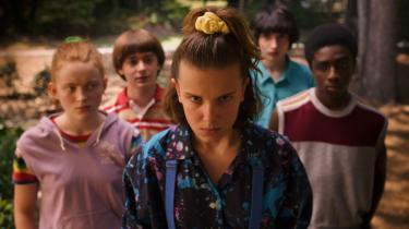 El (Millie Bobby Brown) og hendes venner må skubbe kærestesorger til siden og igen forsøge at redde verden i tredje sæson af 'Stranger Things'.