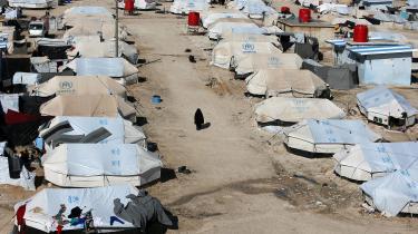 Et luftbillede afal-Hol-lejr i Syrien, der husergodt 73.000 IS-støttere, der blev i kalifatet til det sidste og nu befinder sig i den kurdiskkontrollerede lejr. Her er 25 danskere, anslår DR, ogen syv måneder gammel, syg ogforældreløs baby, derikke er dansk statsborger, men har tilknytning til Danmark.