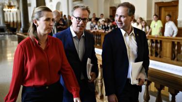 Martin Rossen (i midten), Mette Frederiksens rådgiver, skal fremover som stabschef lede »et nyt politisk sekretariat« i ministeriet.