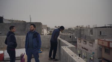 Et brag vækkede dem lige før, deres hus blev bombet for fem år siden. Siden har Harara-familien oplevet bryllupper og fødsler, men fremtidshåbet i Gaza er svundet ind