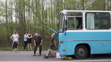 Som rejsemål er Tjernobyl anbefalelsesværdigt og øjenåbnende for alle med den mindste snert af historisk interesse. Som rejseform er chartertur i veteranbus anbefalelsesværdig for alle, der interesserer sig for lavdramatisk gruppedynamik og jovial krisehåndtering