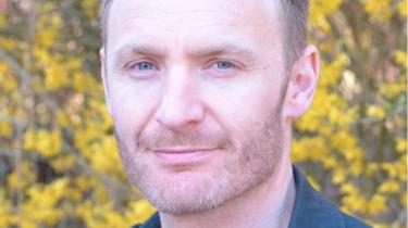 Simon Elsborg Nygaard er én af landets få bæredygtighedspsykologer. Som forsker, underviser og konsulent beskæftiger han sig med psykologien i bæredygtig adfærd. Han ser trivsel som nøgleordet i en bæredygtig livsomlægning. Hvis man vil ændre sin adfærd, anbefaler han, at man bliver afklaret omkring sine egne værdier og motivationer, så det bliver et meningsfuldt valg og ikke et identitetsprojekt