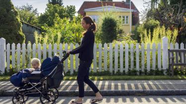 Der fødes stadig flere børn i Danmark, og det er en trussel for ligestillingen, fordi det ofte går ud over kvinders karriere, at de i en eller flere perioder er væk fra arbejdsmarkedet, skriver dagens kronikør.