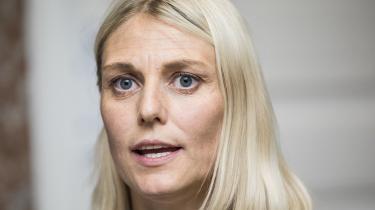 Flytningen af TDC har skabt politisk postyr. Ordførere for De Radikale, Enhedslisten og Dansk Folkeparti ytrede sig fredag kritisk, og den ansvarlige forsvarsminister, Trine Bramsen (S), er kaldt i samråd.