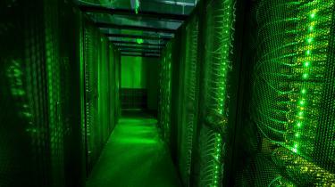 Det er en god idé at tænke over sit forbrug på nettet, siger Tarjei Haaland fra Greenpeace. Behøver man lægge så mange billeder op? Og hvad er de mest bæredygtige måder at gøre det på? Men: »For de fleste almindelige mennesker, som bare bruger deres computere og er på internettet, er det nok så kompliceret, at man ville skulle investere meget tid på at finde bedre alternativer til opbevaring af ens data. Så det mest effektive er nok at engagere sig politisk og lægge pres på vores regering og direkte på de store it-firmaer.«