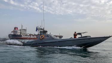 Iran har offentliggjort fotos af det beslaglagte britiske skib Stena Impero, omringet af iranske flådefartøjer.