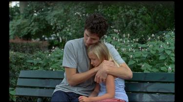 I dramaet 'Amanda' får den 24-årige altmuligmand David (Vincent Lacoste) ansvaret for sin syvårige niece Amanda (Isaure Multrier), da hendes mor dør i et terrorangreb.
