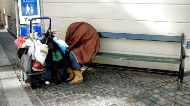 »Der er mange faktorer, der har medvirket til det stigende antal unge hjemløse. Man kan i hvert fald nævne alle de stramninger, der skulle hjælpe økonomien, men har skabt fattigdom,« skriver Mogens'Pau' Myrhøj Nielsen i dette læserbrev.