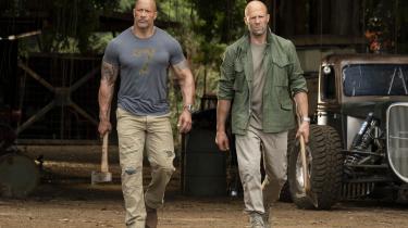 Britiske Jason Statham og amerikanske Dwayne Johnson står godt til hinanden i David Leitchs tempofyldte, men ellers ujævne actionfilm, 'Hobbs & Shaw', der er et spin off af Fast & Furious-filmene