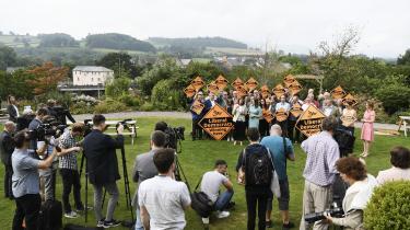 Den nykårede liberaldemokratiske leder,Jo Swinson, fejrer sin sejrved suppleringsvalget i det sydlige Wales torsdag. Og hende er der grund til atholde øje med. Hun er nemligi mangel af en proeuropæisk Labour-leder nu et godt bud på et pro-EU-samlingspunkt, og Liberaldemokraterne puster Labour i nakken.