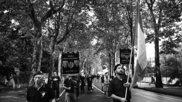 Nyfascistiske pilgrimme valfarter til Benito Mussolinis fødeby Predappio i Italien. Den 28. juli blev diktatorens 136 års fødselsdag fejret ved hans gravsted og med en demonstration gennem byen.