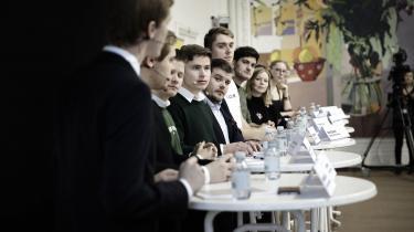 »Det er de selv samme folk, som roser Greta Thunberg og organisationer som Den Grønne Studenterbevægelse til skyerne. Mens de unge mennesker, der bruger deres tid på at kæmpe imod klimakrisen som medlem af et ungdomsparti, åbenbart er hjernevaskede og magtliderlige,« skriver uddannelsesordfører for Radikal Ungdom i dette læserbrev.Billedet er fra ungdomspartilederdebatten under Skolevalget 2019.