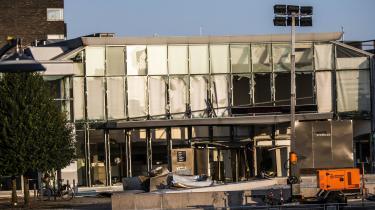Indgangspartiet foran Skattestyrelsen på Østerbro i København, onsdag den 7. august 2019. Tirsdag aften fik politietmeldinger om en kraftig eksplosion i nærheden af Nordhavn Station. Politiet bekræfter, at der har været tale om en kraftig eksplosion foran Skattestyrelsen.
