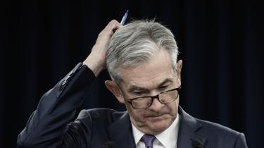 Den amerikanske centralbankchef, Jerome Powell, i en regn af spørgsmål, da han i forrige uge fremlagde centralbankens rentesænkning – den første siden finanskrisen i 2008.